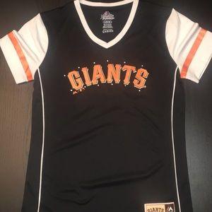 SF Giants V-neck t-shirt Girls size large/14